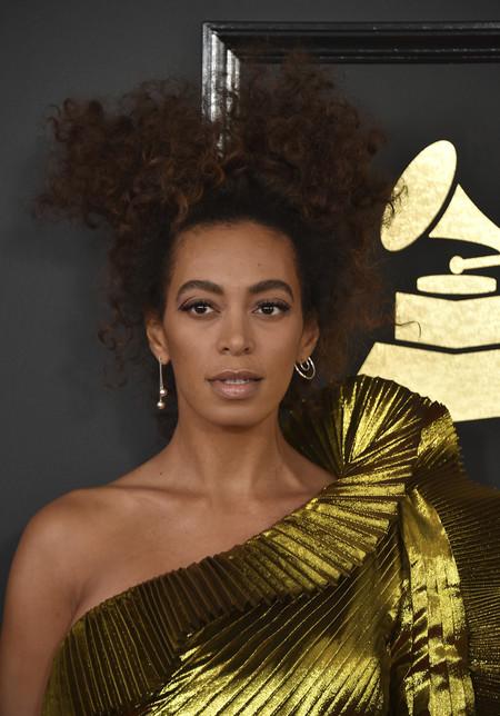 Errores y despropósitos de belleza de la alfombra roja de los Grammys