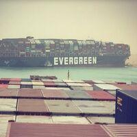 Retrasos, escasez y pedidos más caros: el impacto empresarial del barco varado en el Canal de Suez