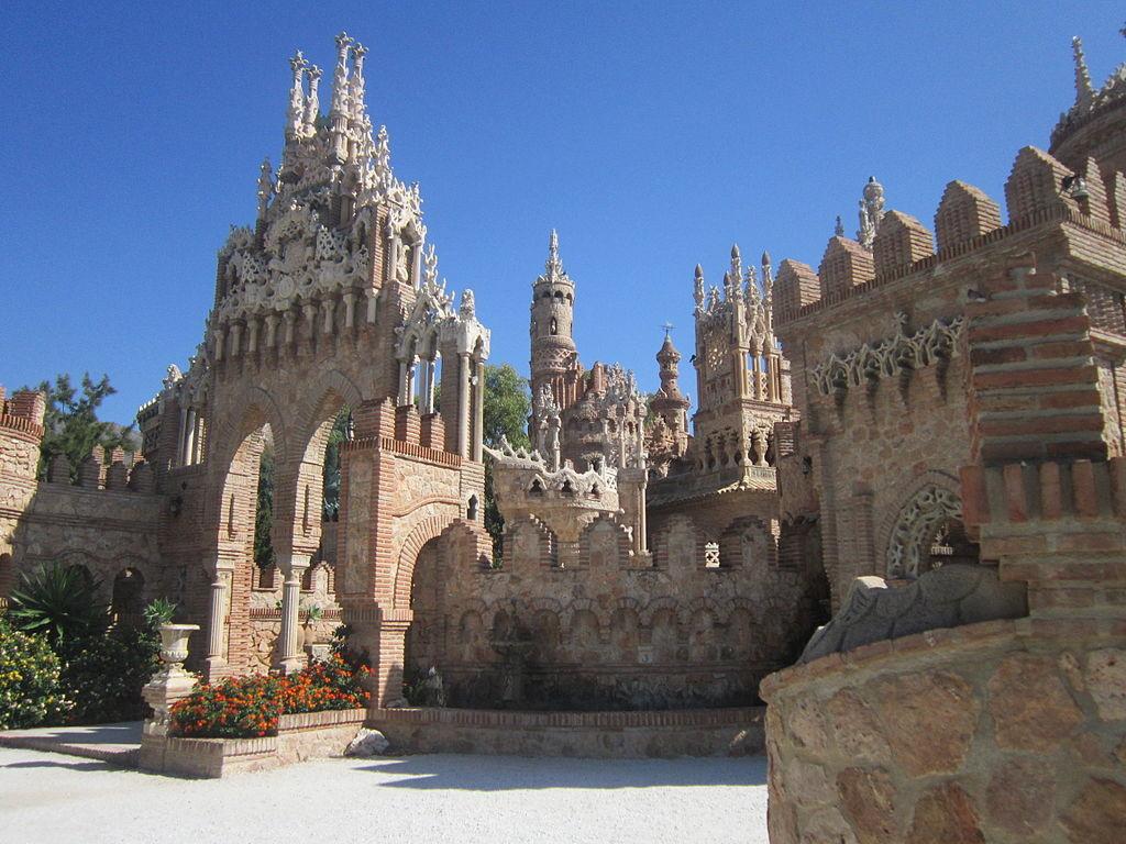 El Castillo de Colomares, un castillo construido en el siglo XX en Málaga con dos récords Guinness por sus dimensiones