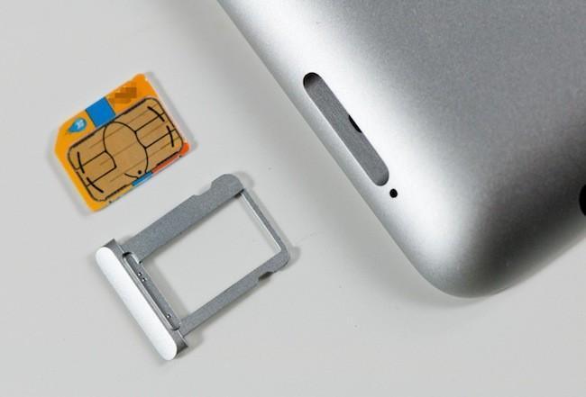¿Cómo abrir la bandeja SIM /microSD de tu smartphone sin la miniherramienta original?