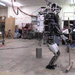 Atlas, de Boston Dynamics, ya sabe llevar a cabo la limpieza