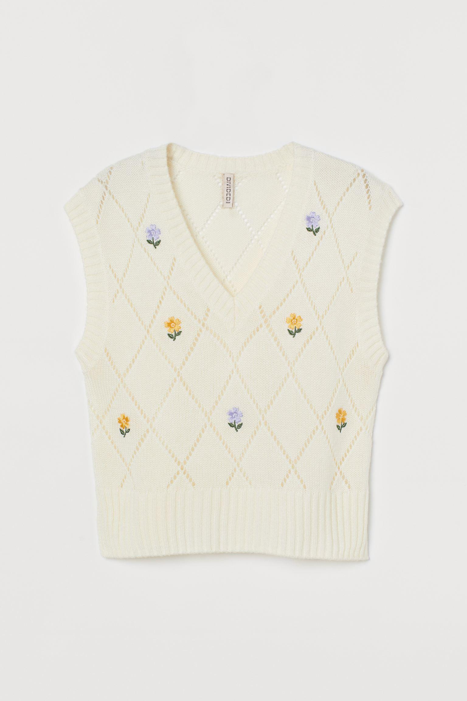 Suéter en punto pointelle suave con bordado y escote de pico. Cuello, sisas y bajo en punto de canalé.