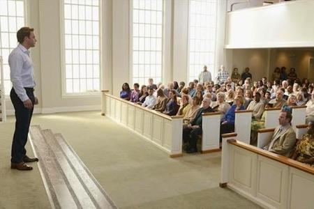 La iglesia se les habrá quedado pequeña con tanto resucitado.
