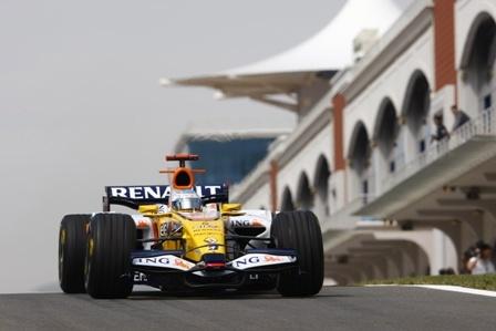 Todos pendientes del motor de Alonso