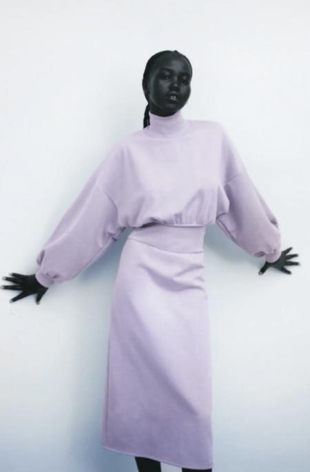 Lo nuevo de Zara sigue apostando por la comodidad: estos vestidos de punto o felpa, sudaderas y pantalones serán nuestros fieles compañeros