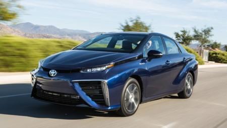 """Toyota Mirai es el vehículo con mayor autonomía entre los que presumen de """"cero emisiones"""""""