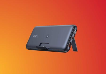 Esta batería externa de AUKEY de 20.000 mAh con carga rápida e inalámbrica es un chollo para tu móvil: 29 euros con cupón en Amazon