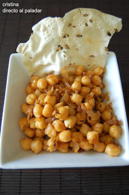 Receta de garbanzos picantes con papadum
