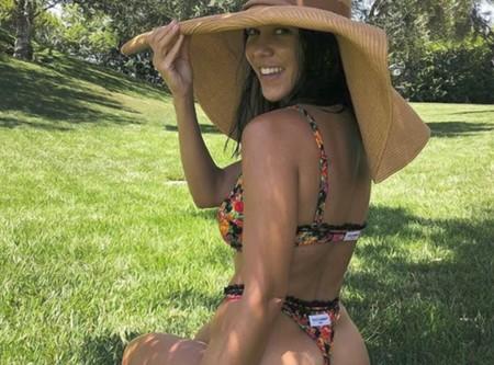 La rutina de ejercicios con bosu ball que hace Kourtney Kardashian en cinco minutos para tener un culo perfecto