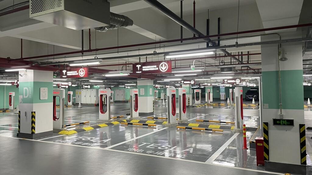 Tesla acaba de abrir su mayor red de Supercargadores hasta la fecha: 72 puntos de recarga en Shanghai