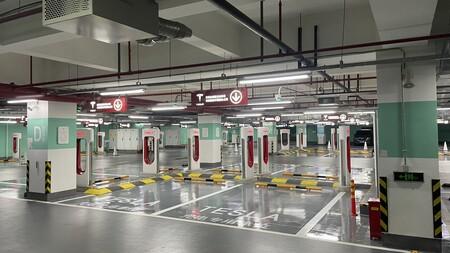 Tesla acaba de abrir su mayor estación de Supercargadores hasta la fecha: 72 puntos de recarga en Shanghai
