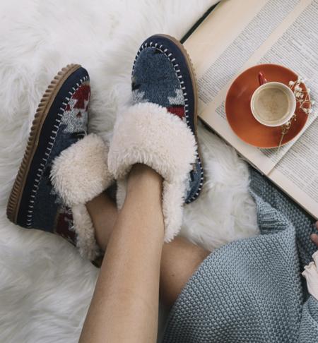 11 botines y zapatillas de estar por casa de las rebajas de El Corte Inglés que harán que nuestros pies estén bien calentitos