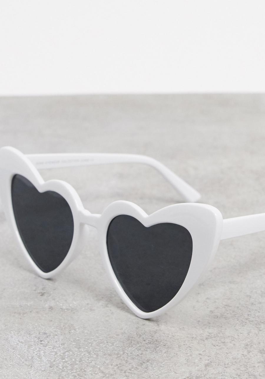 Gafas de sol con diseño de corazón en blanco de SVNX