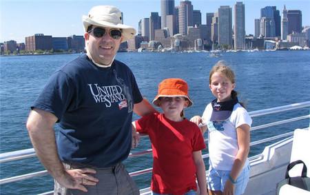 Viajar en barco con niños: una experiencia emocionante si te organizas bien y estás pendiente de ellos