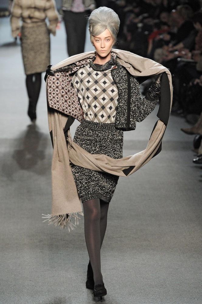 Foto de Jean Paul Gaultier Otoño-Invierno 2011/2012 en la Semana de la Moda de París: el lado sexy del estilo ladylike (10/27)