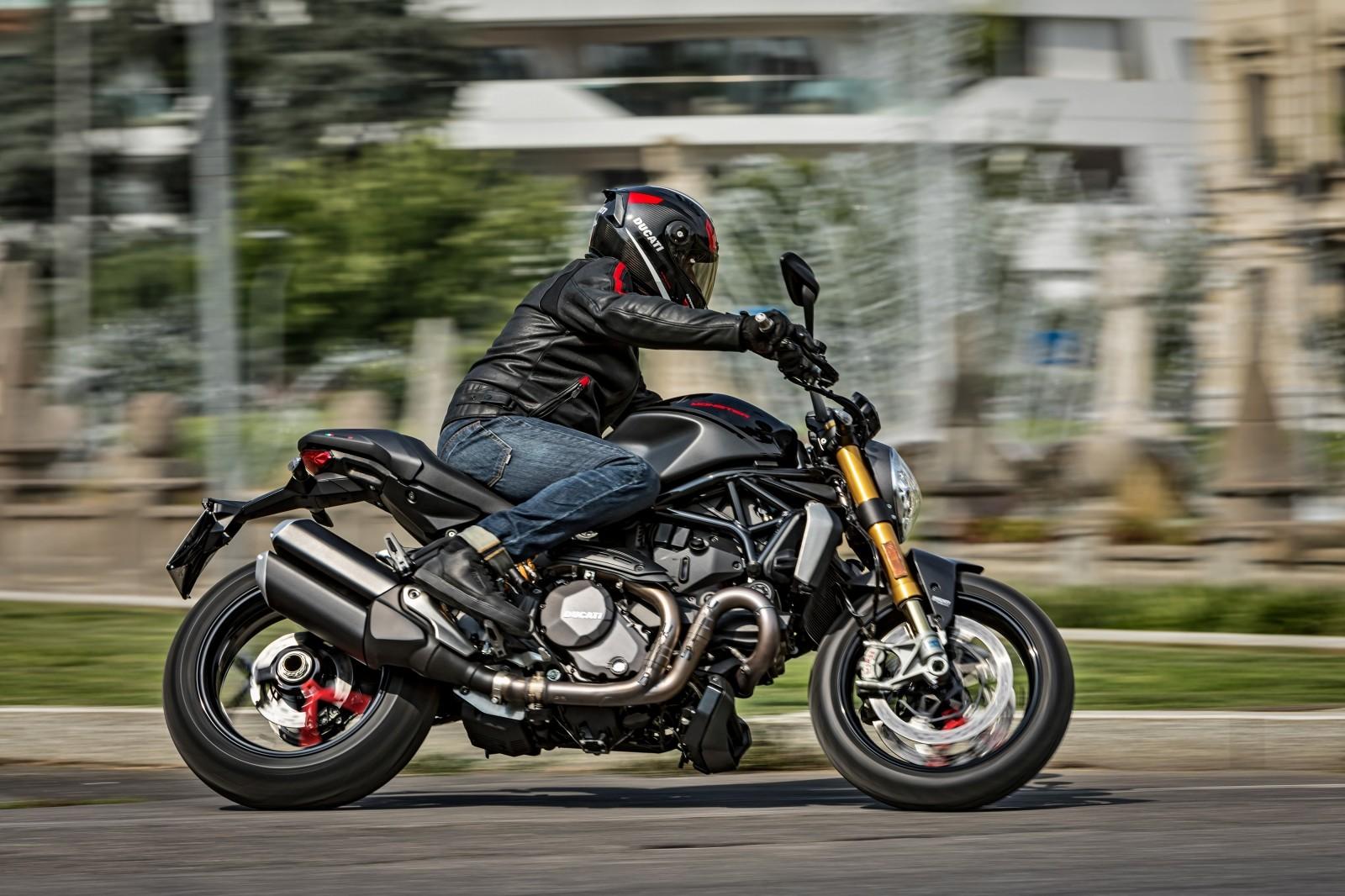 Foto de Ducati Monster 1200 S 2020 color negro (64/68)