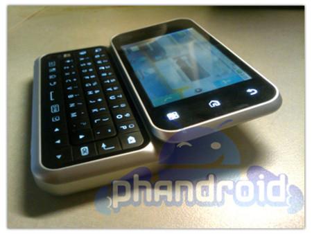 Motorola Backflip, teclado QWERTY y  touchpad en uno