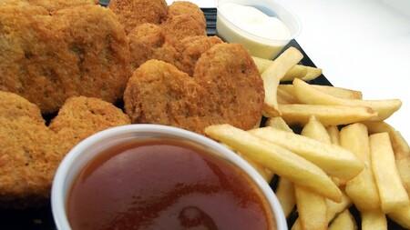 Así se elabora la carne de pollo cultivada en laboratorios que se vende en restaurantes de Singapur