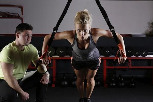 Un entrenamiento completo que puedes realizar con el TRX y tu peso corporal