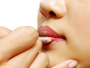 Corrige tus labios con maquillaje