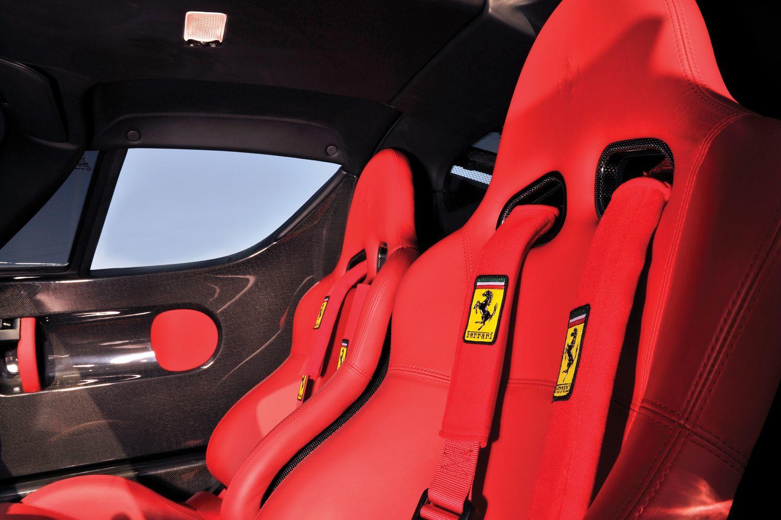 Foto de Ferrari Enzo subasta (13/27)