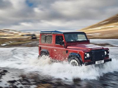 Una sobredosis de adrenalina devuelve a la vida al Land Rover Defender ¡con 400 CV!