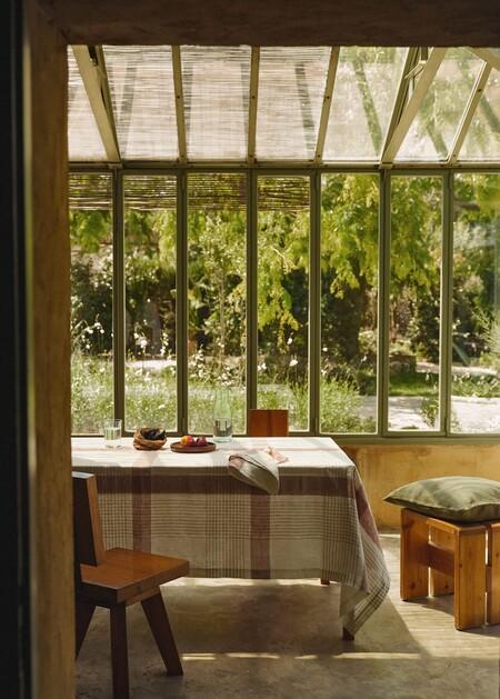 Mango Home lanza una colección de manteles y servilletas de lino para presumir de la mesa con más encanto del verano