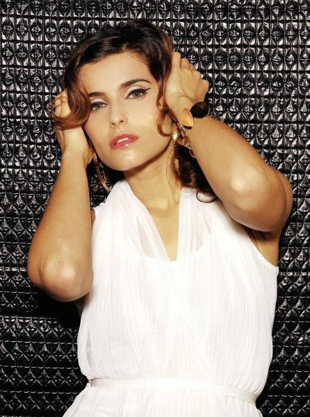 Nelly Furtado sigue sacando vídeos para su flop indestructible