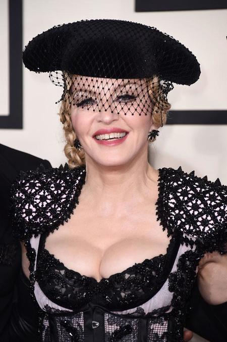Madonna se nos pone muy torera en los Grammys 2015