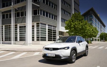 ¡Es oficial! El Mazda MX-30 tendrá una versión híbrida enchufable con motor rotativo en 2022 y le acompañarán otros dos SUV PHEV