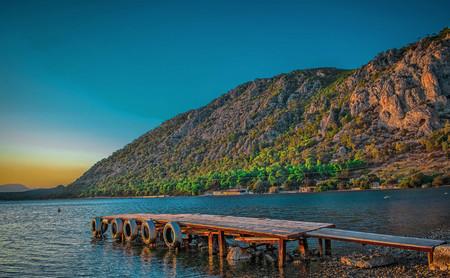 El lago Vouliagmeni, un tesoro termal junto al Egeo