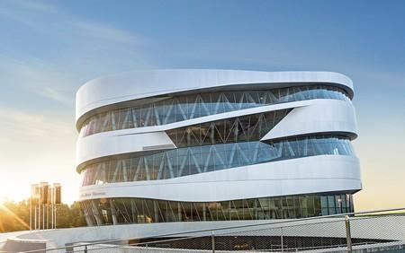 El Museo Mercedes-Benz de Stuttgart: un templo del automóvil a vista de dron