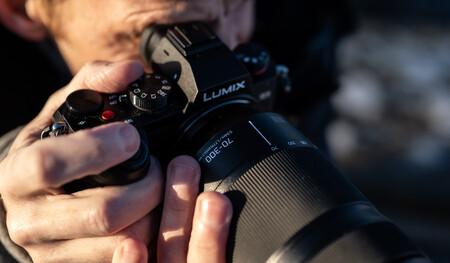Panasonic vuelve a ser diana de los rumores que dicen que quiere vender su negocio fotográfico (como hizo Olympus)