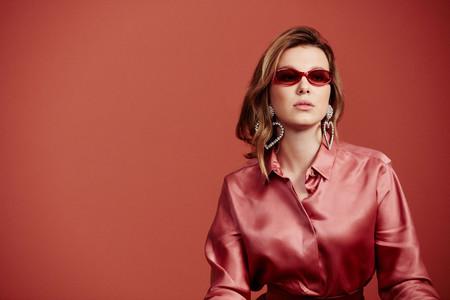 Millie Bobby Brown ha diseñado esta colección de gafas de estilo años 90 tan molona