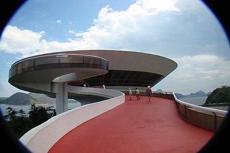 Oscar Niemeyer recibe la Medalla de las Artes y las Letras