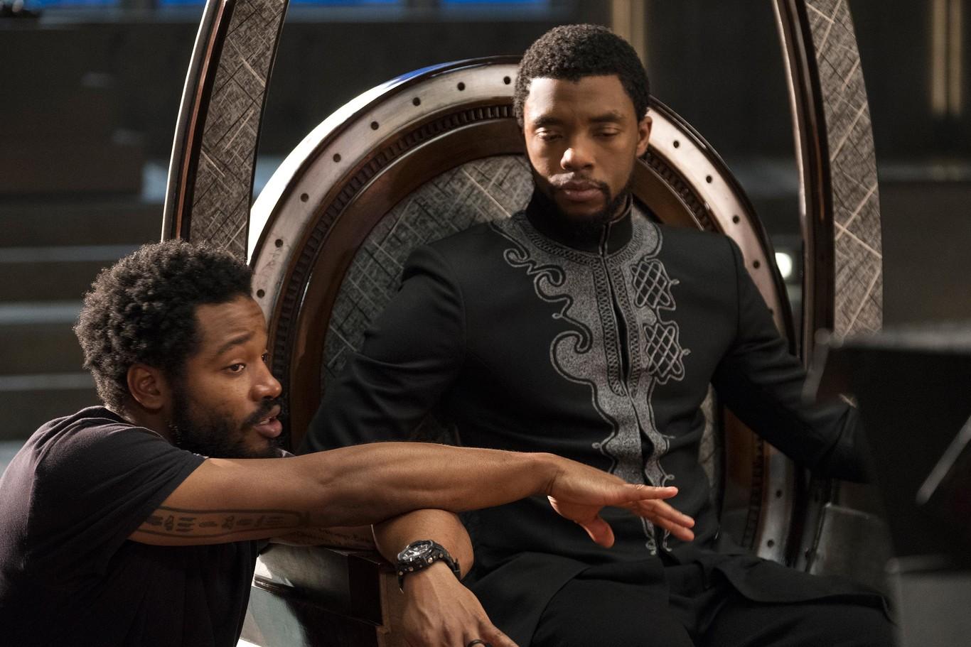 Ryan Coogler y Chadwick Boseman en el set de 'Pantera Negra'.