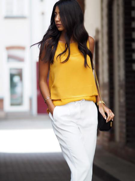 No temas, el amarillo no te traerá mala suerte, sólo estilo