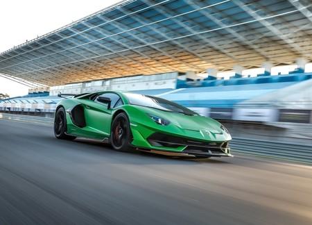 El Lamborghini Aventador SVJ es llamado a revisión: podría dejarte encerrado...