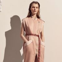 El estilo militar se dulcifica gracias al rosa en la nueva colección de Zara SRPLS