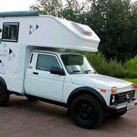 El Lada Niva se convierte en una autocarvana de bolsillo low cost, con cama doble y cocina por menos de 18.500 euros