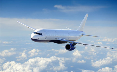 ¿Cuánta gente deja su móvil encendido mientras viaja en avión?