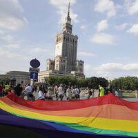 """Polonia lleva años creando zonas """"LGTBQ-free"""" en sus ciudades. Ahora la Unión Europea ha dicho basta"""