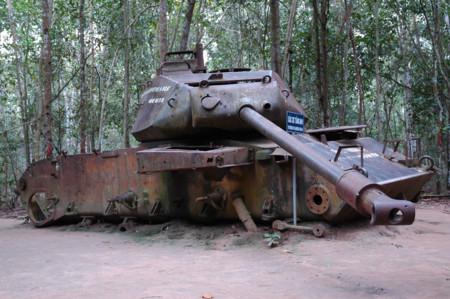 Tanque americano abandonado en Vietnam