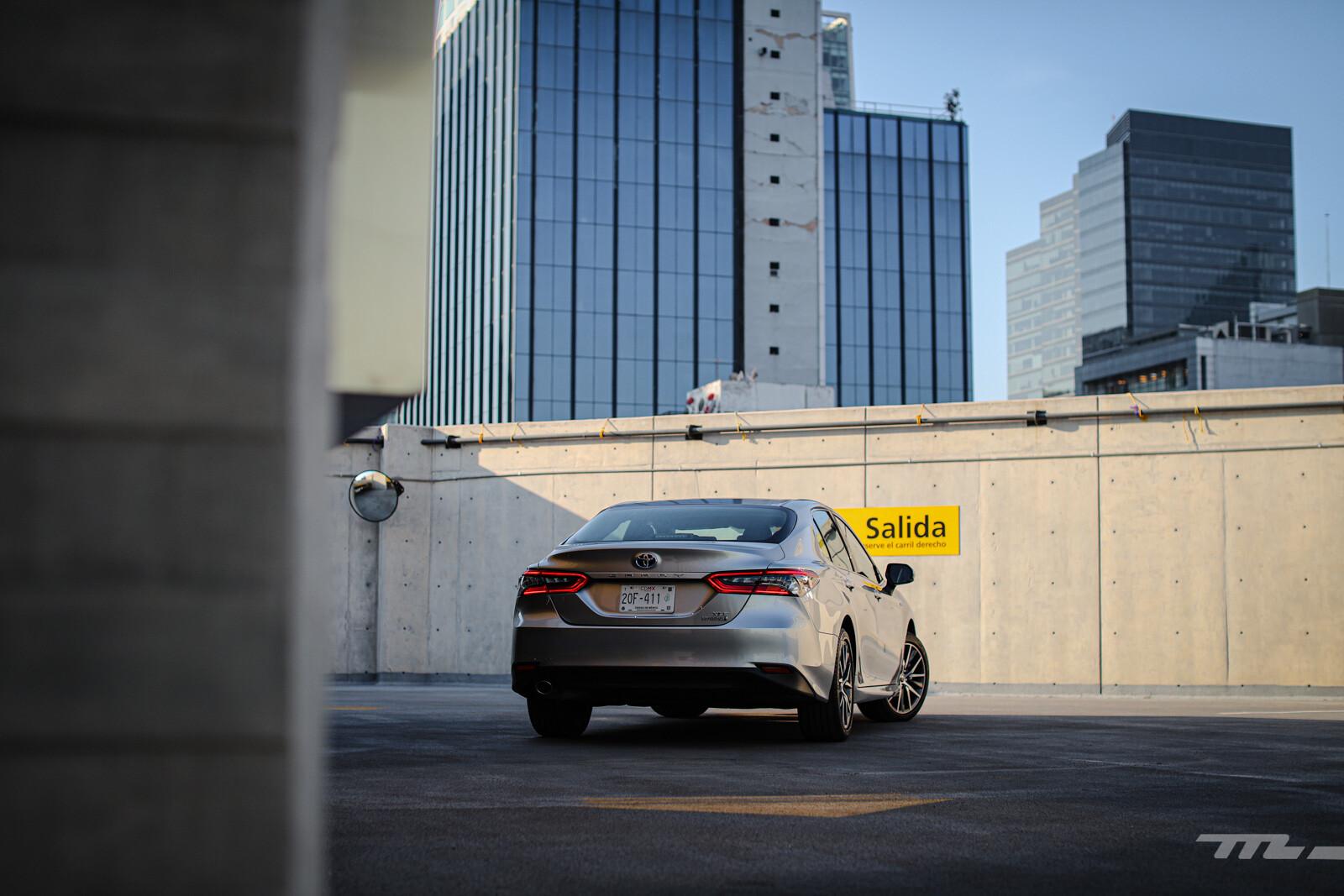 Foto de Toyota Camry Hybrid 2021 (16/38)