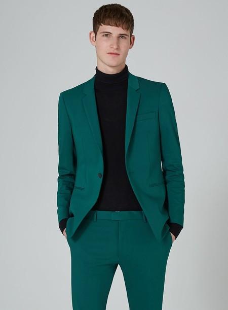 Siete trajes de Topman para llenar el armario y la oficina con mucho color para la primavera
