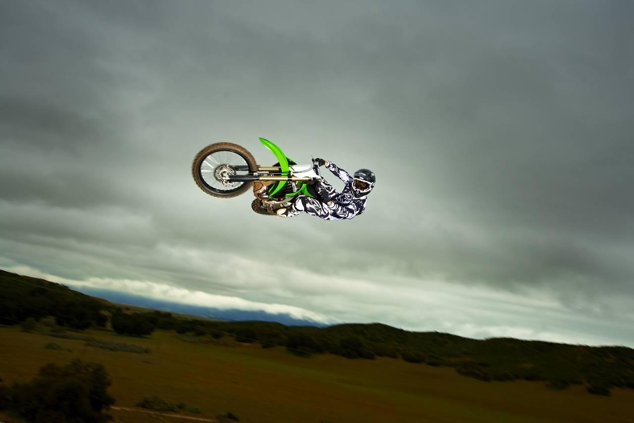 Foto de Nueva Kawasaki KX450F 2013: de la experiencia del AMA Supercross y Motocross a tu garaje (Acción) (22/42)