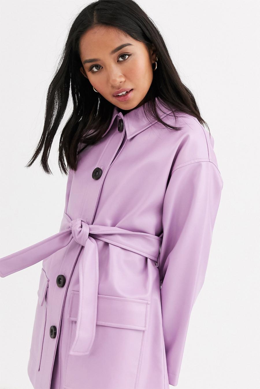 Chaqueta con cinturón y botones de cuero sintético en lila de ASOS DESIGN Petite