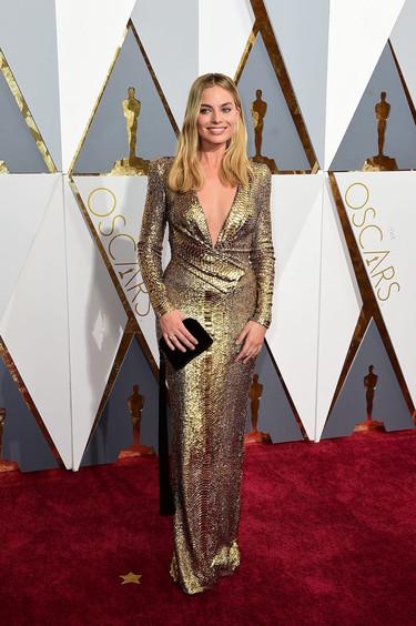 Margot Robbie se viste de estatuilla en los Oscar 2016