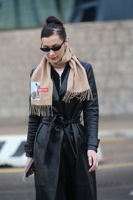El complemento (de moda) que ha conquistado a Bella Hadid y Naomi Campbell lo firma Burberry (de Riccardo Tisci)