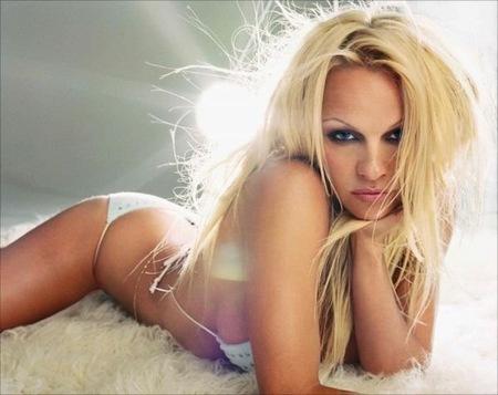 Pamela Anderson, nuestra próxima candidata al nóbel de la paz y la generosidad